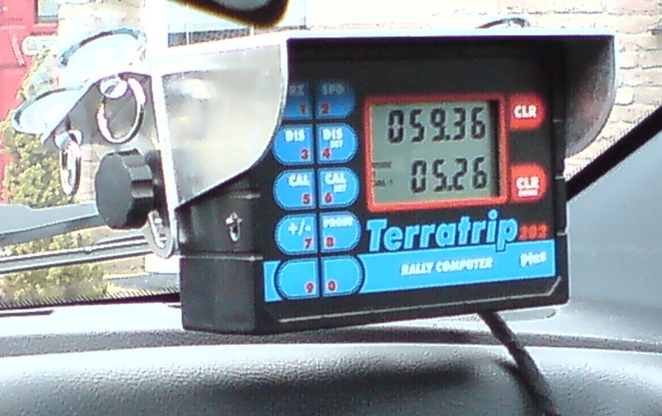 terratrip rallycomputer ingebouwd in een auto