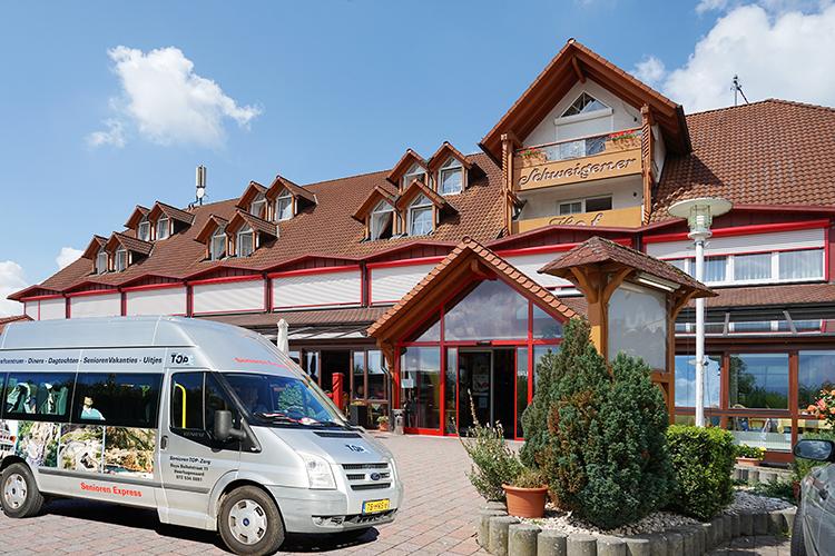 bus van Senioren Autovakantie Weinstrasse