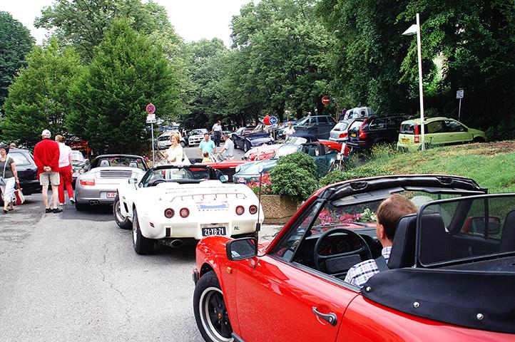 klassieke auto's tijdens deelname aan nrs autorecreatie alpen toerrally
